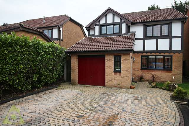 4 Bedrooms Detached House for sale in Hallgate, Westhoughton, BL5