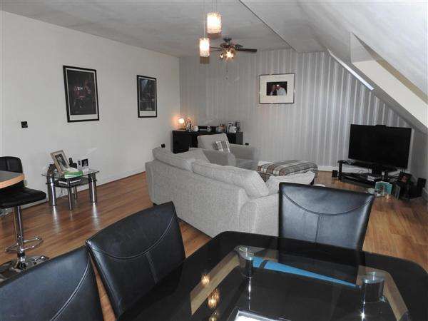 2 Bedrooms Apartment Flat for sale in Cordwainers Court, Buckshaw Village