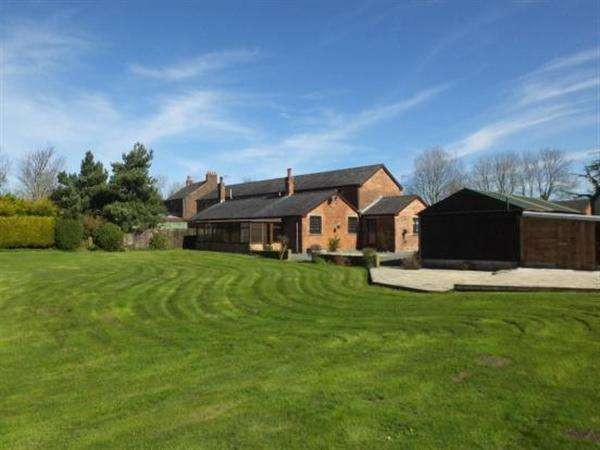 3 Bedrooms Semi Detached House for sale in The Barn, Moss Hall Farm, Carr Lane, Much Hoole