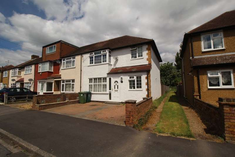 3 Bedrooms Property for sale in Cranford Avenue, Staines-Upon-Thames, TW19