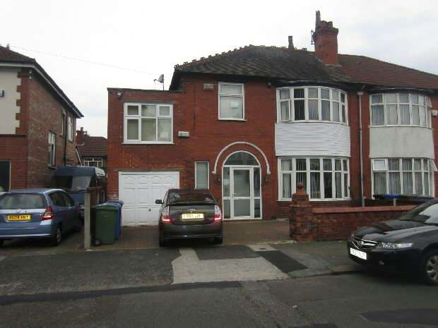 5 Bedrooms Semi Detached House for rent in Wordsworth Road, Old Trafford, Manchester