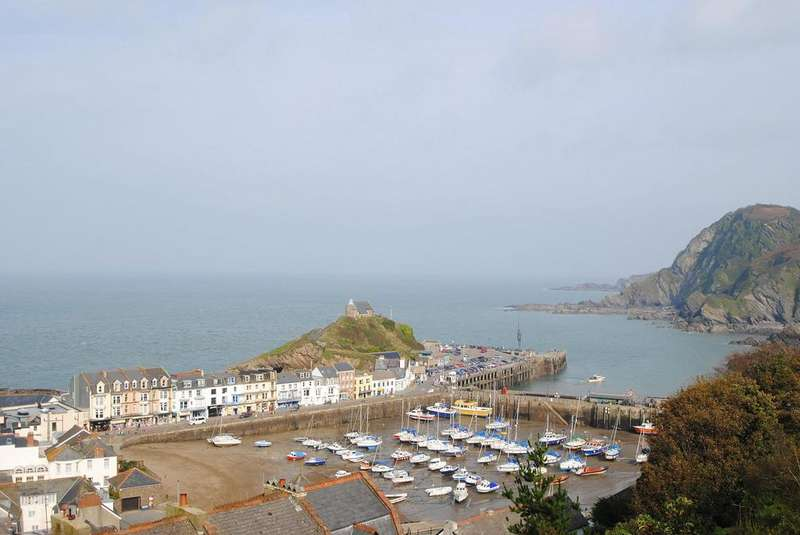 8 Bedrooms Terraced House for sale in Coronation Terrace, Ilfracombe