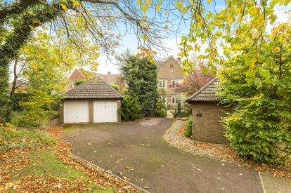 3 Bedrooms Detached House for sale in Painswick Road, Matson, Gloucester, Gloucestershire