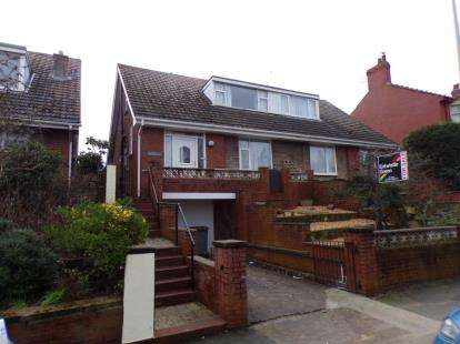2 Bedrooms Bungalow for sale in Cumberland Avenue, Blackpool, Lancashire, FY1