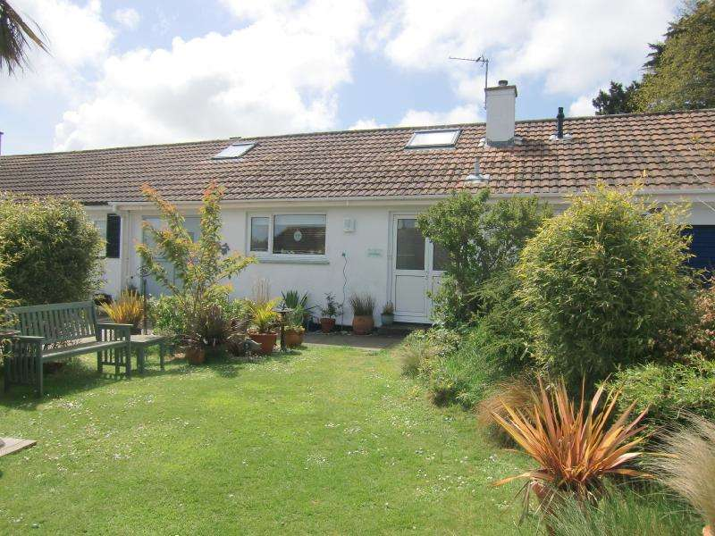 2 Bedrooms Terraced Bungalow for sale in Poltreen Close, Carbis Bay, Cornwall