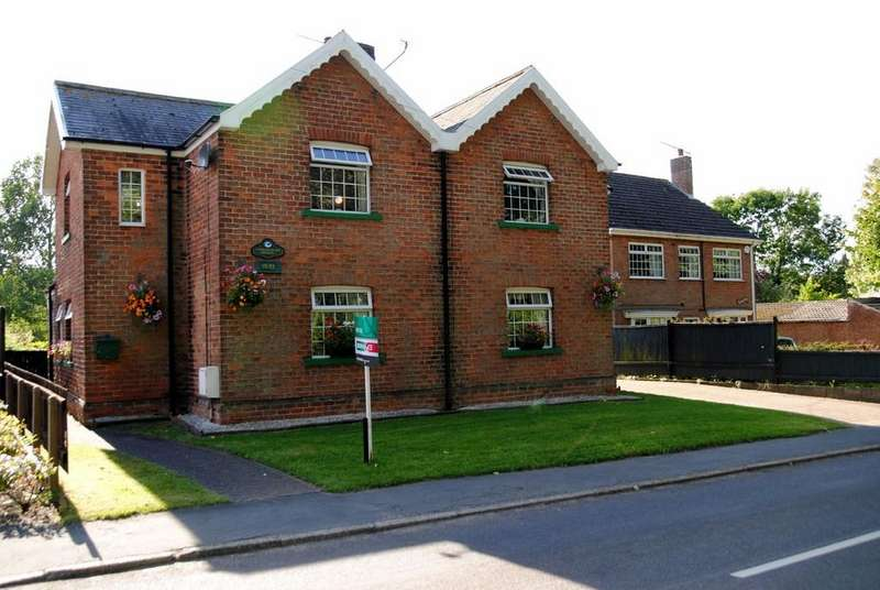 4 Bedrooms Detached House for sale in Harlequin House, Main Street, Bonby.