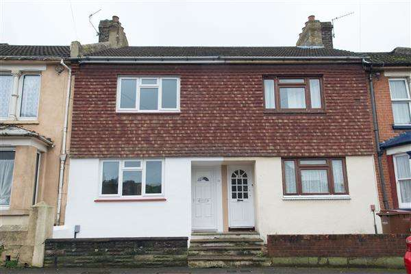 3 Bedrooms Terraced House for sale in Alexandra Road, Chatham