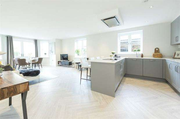 2 Bedrooms Apartment Flat for sale in Epsom Road, Guildford, Surrey