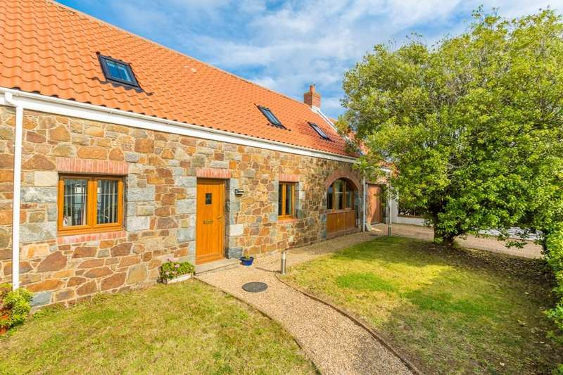3 Bedrooms Detached House for sale in Summerfield Road, Vale, Guernsey