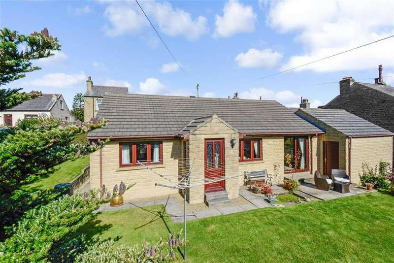2 Bedrooms Bungalow for sale in Heathfield Road, Golcar, Huddersfield, HD7