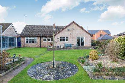 4 Bedrooms Bungalow for sale in St. Leonards Close, Upton St. Leonards, Gloucester, Gloucestershire
