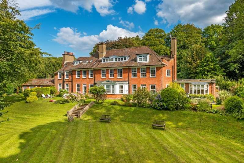 2 Bedrooms Flat for sale in Grayswood Road, Haslemere