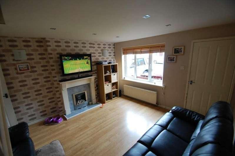 2 Bedrooms Semi Detached House for sale in Margaret Street, Shadsworth, Blackburn