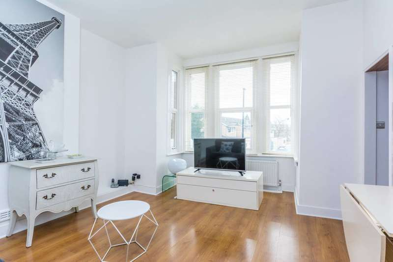 2 Bedrooms Flat for sale in Kent Gardens, Ealing, W13