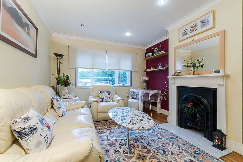 2 Bedrooms Maisonette Flat for sale in Hook rise north, Tolworth, London, KT6