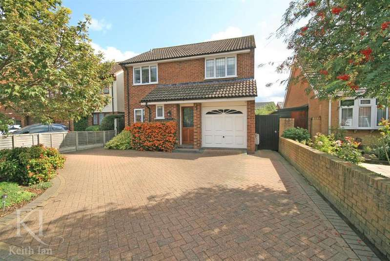 4 Bedrooms Detached House for sale in Clyde Road, Dobbs Weir, Hoddesdon