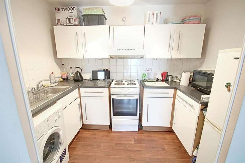 1 Bedroom Flat for sale in Brambling Court, South Norwood, SE25