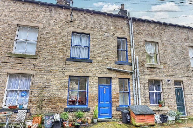 2 Bedrooms Terraced House for sale in Brunswick Street, Hebden Bridge, HX7