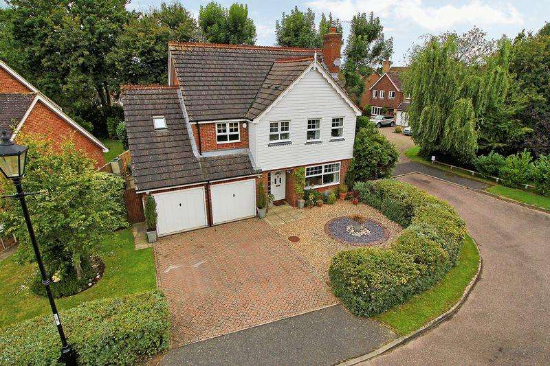 5 Bedrooms Detached House for sale in Warren Drive, Southwater