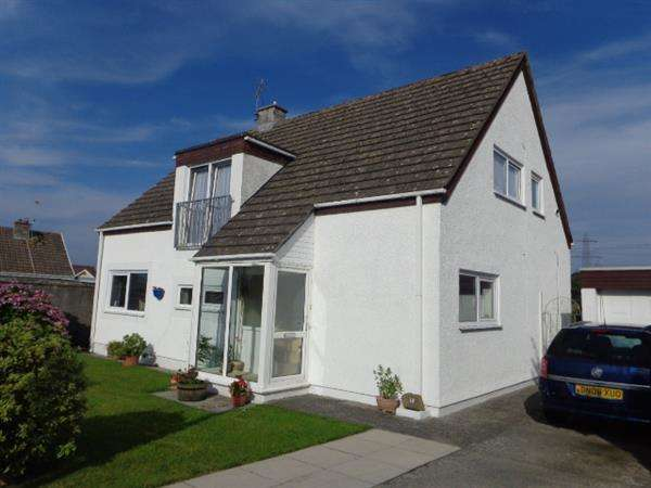4 Bedrooms Detached House for sale in 10 Crickmarren Close