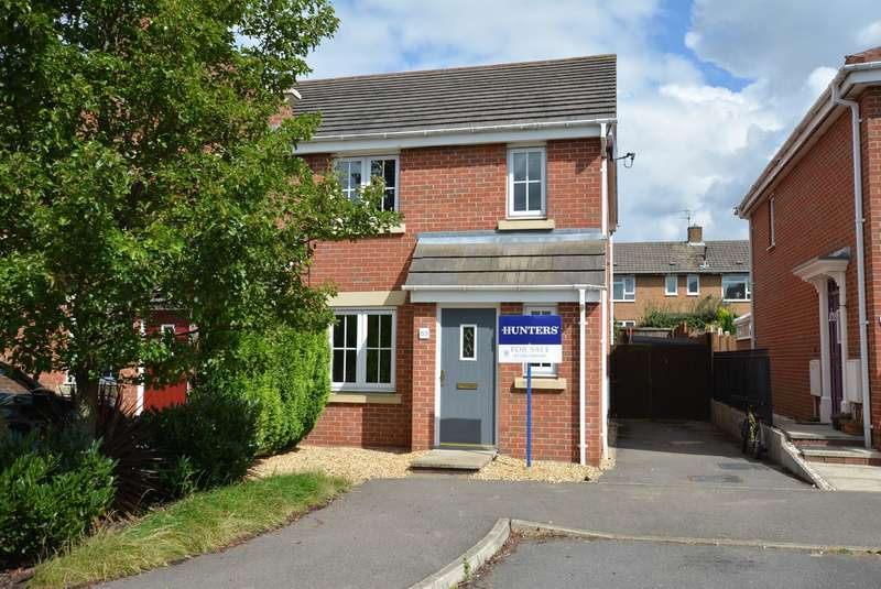 3 Bedrooms Town House for sale in Lincoln Way, North Wingfield, Chesterfield, S42