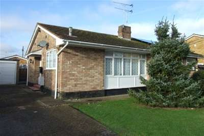 1 Bedroom Bungalow for rent in Roosevel Avenue, Canvey