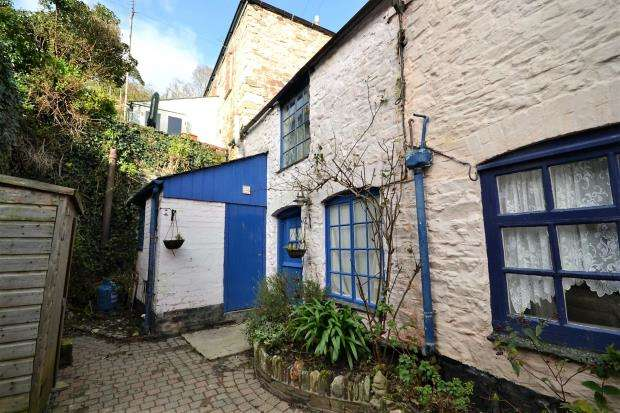 1 Bedroom Terraced House for sale in Bassetts Court, Fore Street, West Looe, Looe