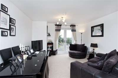 2 Bedrooms Flat for rent in Masters Mews, Dringhouses, York, YO24