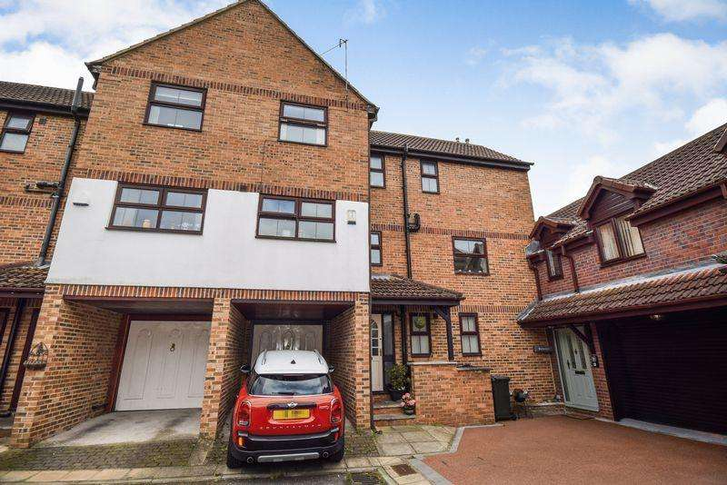 4 Bedrooms Mews House for sale in Wharfe Court, Silsden