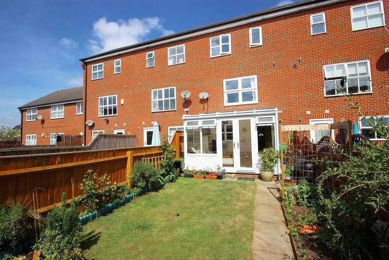 3 Bedrooms Terraced House for sale in Butterbur Gardens, Bicester OX26