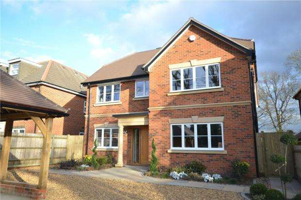 5 Bedrooms Detached House for sale in Christmas Lane, Farnham Common