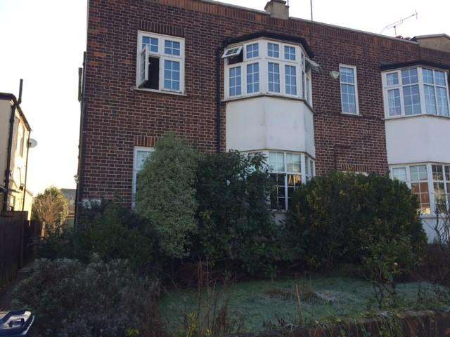 2 Bedrooms Flat for sale in Creighton House, Creighton Avenue, East Finchley, London