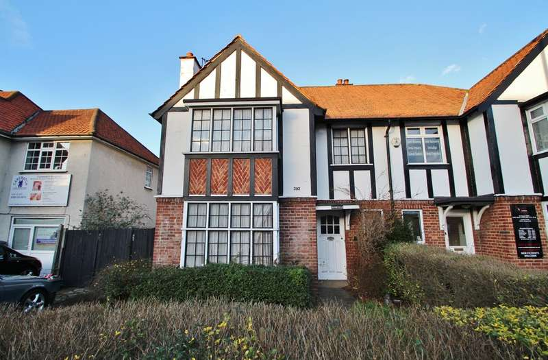 3 Bedrooms Semi Detached House for sale in Ewell Road, Surbiton