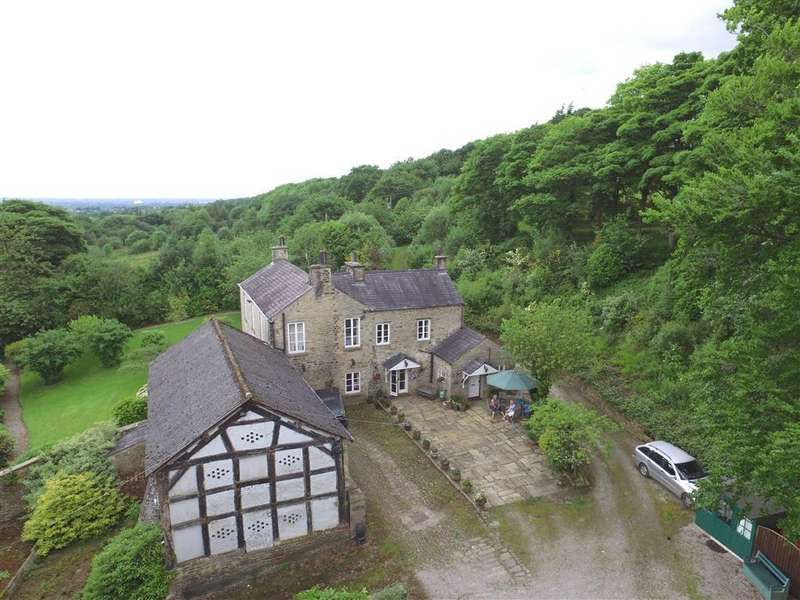 4 Bedrooms Detached House for sale in Cowlishaw Brow, Romiley, Cheshire