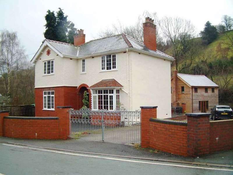 3 Bedrooms Detached House for sale in Watergate Street, Llanfair Caereinion