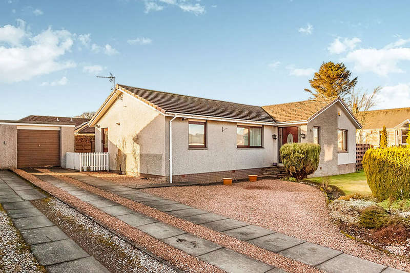 3 Bedrooms Detached Bungalow for sale in Henderson Place, Saline, Dunfermline, KY12