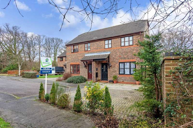 3 Bedrooms Semi Detached House for sale in Foxes Close, Southwater