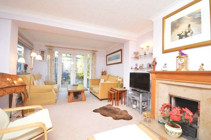 4 Bedrooms Semi Detached House for sale in Gold Mead Close, Lymington