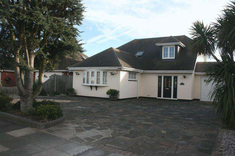 4 Bedrooms Detached House for sale in Leitrim Avenue, Southend-On-Sea