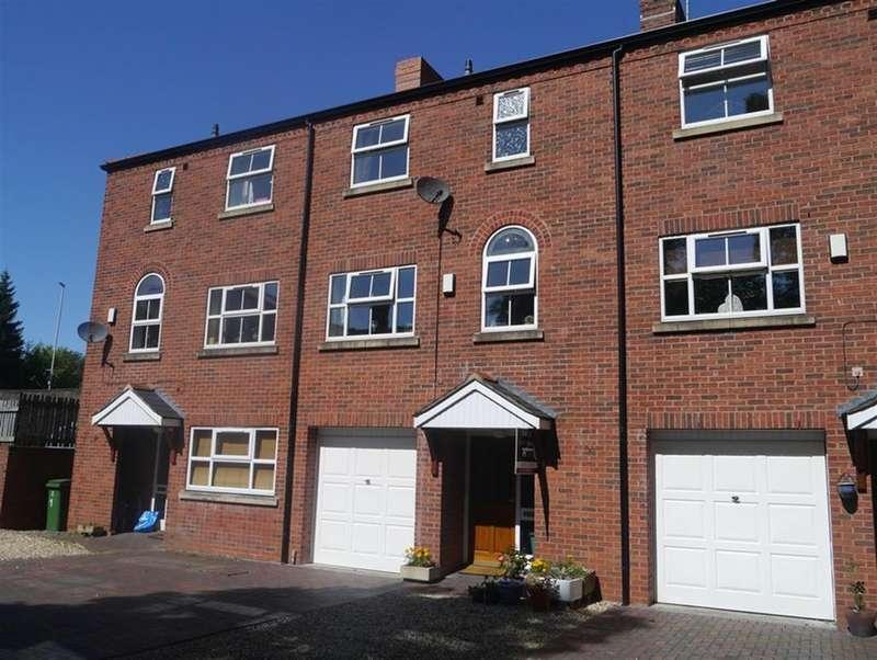 3 Bedrooms Terraced House for sale in Little Street, Ruabon, Wrexham, LL14 6DF