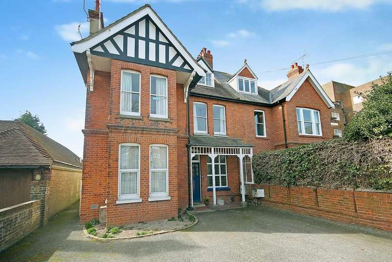 3 Bedrooms Flat for sale in Grand Avenue, Worthing BN11 5AS
