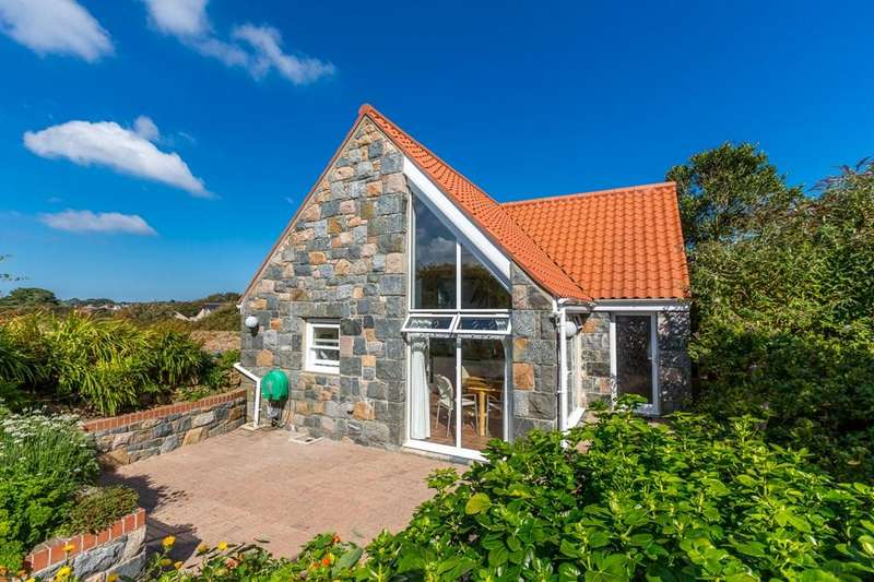 2 Bedrooms Cottage House for sale in Icart Road, St. Martin, Guernsey