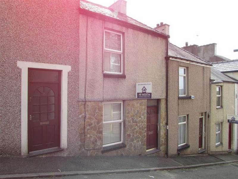 2 Bedrooms Terraced House for sale in Rowland Street, Caernarfon, Gwynedd