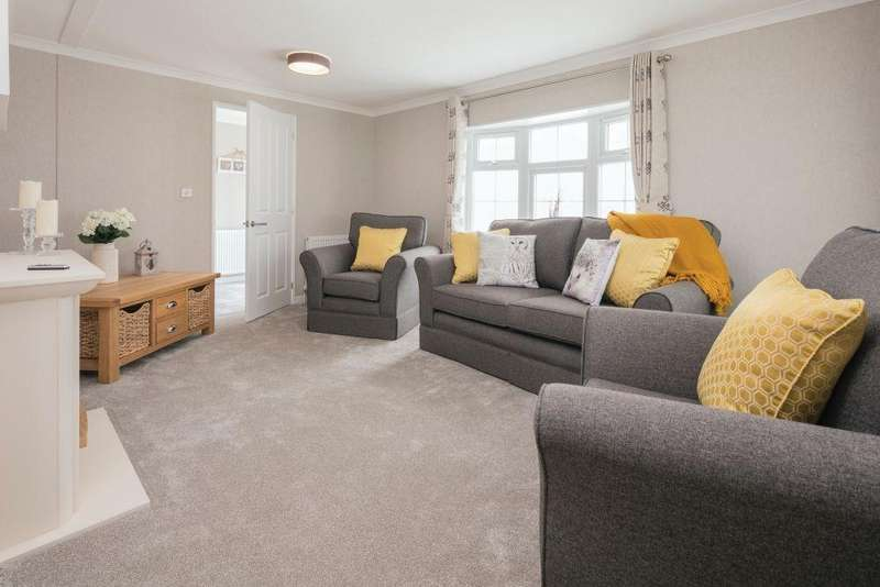 2 Bedrooms Detached Bungalow for sale in Sandy Bay, Thorney Road, Canvey Island, SS8