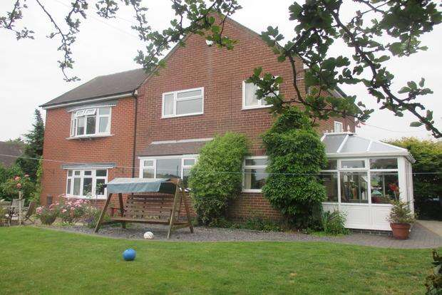 4 Bedrooms Detached House for sale in Combridge, Uttoxeter, ST14
