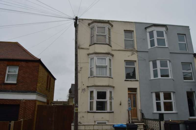 4 Bedrooms Property for sale in Clifton Gardens, Margate, CT9