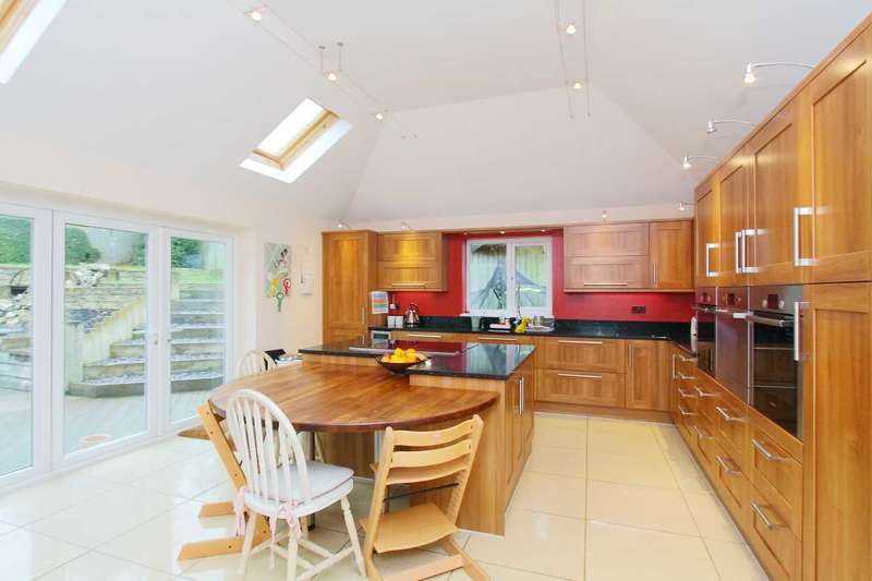 4 Bedrooms Bungalow for sale in Botisdone Close, Vernham Dean, Andover