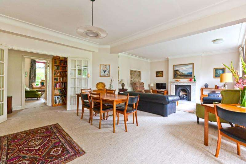 3 Bedrooms Ground Flat for sale in Wood Lane, Highgate N6