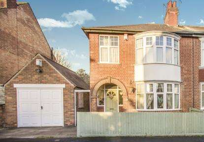 3 Bedrooms Semi Detached House for sale in East Road, Birstall, Leicester, Leicestershire