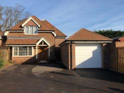 3 Bedrooms Bungalow for sale in Bursledon, Southampton, Hampshire